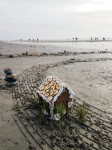 gingerbread beach house new year's day labyrinth 2018
