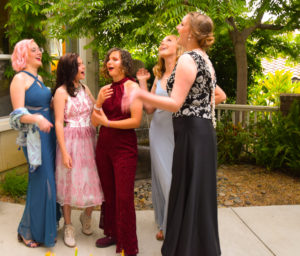 teenagers going to prom